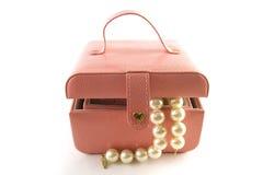 Rectángulo de joyería con las perlas blancas Imagen de archivo libre de regalías