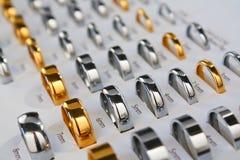 Rectángulo de la muestra del anillo de bodas Imágenes de archivo libres de regalías