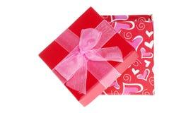 Rectángulo de regalo abierto de las tarjetas del día de San Valentín con el arqueamiento Imagen de archivo