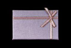 Rectángulo de regalo aislado en negro Imágenes de archivo libres de regalías