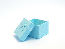 Rectángulo de regalo azul abierto con un arqueamiento Fotos de archivo