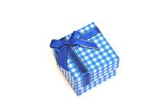 Rectángulo de regalo azul en blanco Imagenes de archivo