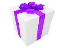 Rectángulo de regalo blanco con la cinta violeta Fotos de archivo