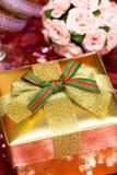 Rectángulo de regalo con el arqueamiento Imagen de archivo libre de regalías