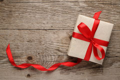 Rectángulo de regalo con el arqueamiento Fotos de archivo libres de regalías