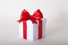 Rectángulo de regalo con la cinta y el arqueamiento Presente Foto de archivo