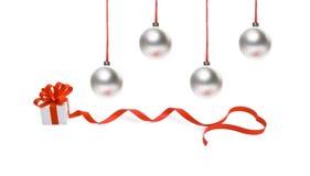 Rectángulo de regalo con las cintas y el baub rojos de la Navidad Imagen de archivo libre de regalías