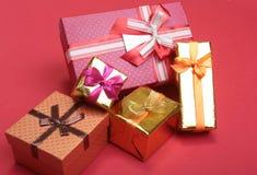 Rectángulo de regalo de la Navidad con la decoración Año Nuevo Foto de archivo libre de regalías