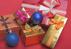 Rectángulo de regalo de la Navidad con la decoración Año Nuevo Imagen de archivo