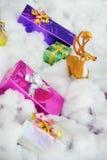 Rectángulo de regalo de la Navidad con los ciervos Fotos de archivo