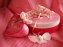 Rectángulo de regalo de la tarjeta del día de San Valentín Fotografía de archivo libre de regalías