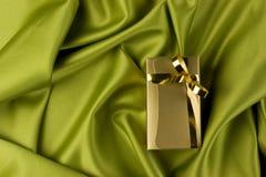 Rectángulo de regalo de oro Imágenes de archivo libres de regalías