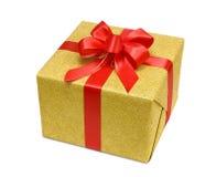 Rectángulo de regalo del oro con el arqueamiento rojo elegante Foto de archivo