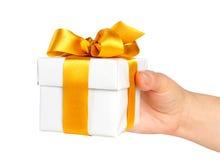 Rectángulo de regalo a disposición con la cinta foto de archivo