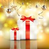 Rectángulo de regalo en fondo del oro Fotografía de archivo libre de regalías