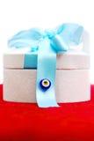 Rectángulo de regalo en rojo Imágenes de archivo libres de regalías