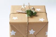 Rectángulo de regalo hecho a mano Paisaje de la Navidad Caja de regalo del ` s del Año Nuevo Fotografía de archivo libre de regalías