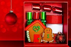 Rectángulo de regalo, hombre de pan de jengibre y casa, decoración de la Navidad Imagen de archivo