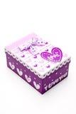 Rectángulo de regalo púrpura hermoso hecho a mano Imágenes de archivo libres de regalías