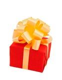 Rectángulo de regalo rojo con el arqueamiento amarillento Imagenes de archivo