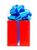 Rectángulo de regalo rojo con el arqueamiento de la cinta Fotos de archivo libres de regalías