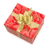 Rectángulo de regalo rojo con el arqueamiento del oro Foto de archivo