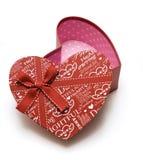 Rectángulo de regalo rojo hecho a mano abierto del corazón Imagenes de archivo
