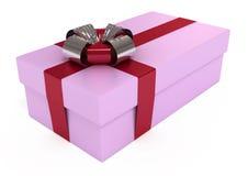Rectángulo de regalo rosado, con la cinta roja y el arqueamiento, aislados Foto de archivo libre de regalías