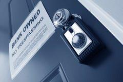 Rectángulo del bloqueo de las propiedades inmobiliarias y aviso de la ejecución de una hipoteca Foto de archivo libre de regalías