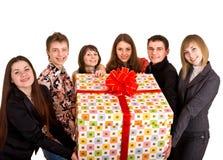 Rectángulo del grupo de personas y de regalo. Fotos de archivo