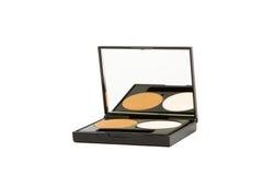 Rectángulo del maquillaje con el polvo aislado en blanco Fotografía de archivo libre de regalías
