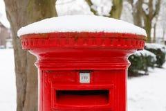 Rectángulo del poste con nieve fotos de archivo
