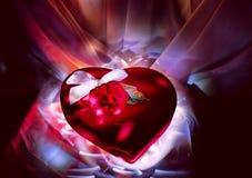 Rectángulo del terciopelo para los caramelos en corazón de la forma Imágenes de archivo libres de regalías