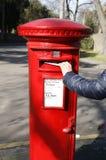 Rectángulo rojo británico tradicional del poste Foto de archivo libre de regalías