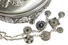 Rectángulo y joyerías de plata en blanco Imagenes de archivo