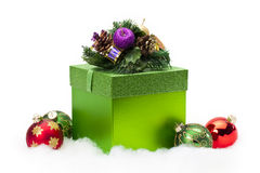 Rectángulo y ornamentos de regalo de la Navidad Imagen de archivo libre de regalías