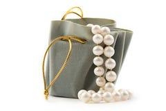 Rectángulo y perla de regalo Foto de archivo libre de regalías