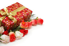 Rectángulo y rosas de regalo aislados Fotos de archivo libres de regalías