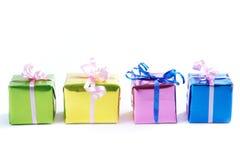 Rectángulos de regalo coloridos en blanco Fotos de archivo