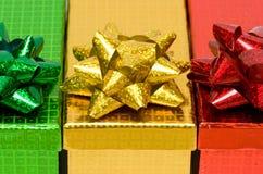 Rectángulos de regalo con el arqueamiento Foto de archivo libre de regalías
