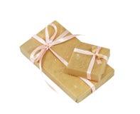 Rectángulos de regalo con la cinta rosada Imagen de archivo