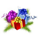 Rectángulos de regalo de la Navidad con el pino Foto de archivo libre de regalías