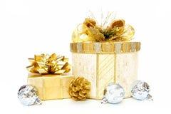 Rectángulos de regalo de la Navidad del oro Imagenes de archivo