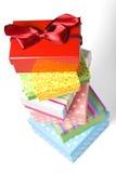 Rectángulos de regalo empilados aislados en blanco Foto de archivo
