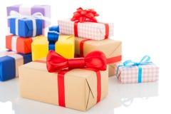 Rectángulos de regalo en el fondo blanco Imágenes de archivo libres de regalías