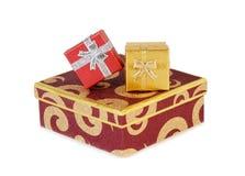 Rectángulos de regalo en el fondo blanco Foco selectivo Fotografía de archivo libre de regalías