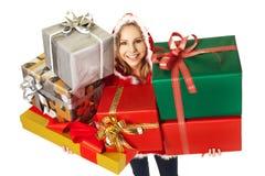 Rectángulos de regalo felices de la Navidad de la mujer Foto de archivo libre de regalías