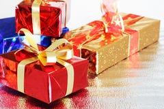 Rectángulos de regalo multicolores Imágenes de archivo libres de regalías