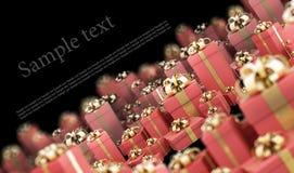 Rectángulos de regalo rojos hermosos con la cinta del oro Foto de archivo