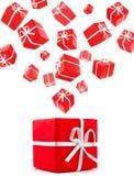 Rectángulos de regalo rojos que vuelan Fotografía de archivo